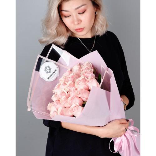 Купить на заказ Букет из 25 розовых роз с доставкой в Абае
