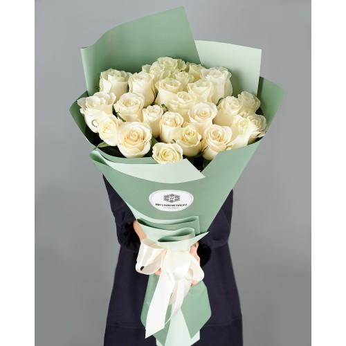Купить на заказ Букет из 25 белых роз с доставкой в Абае