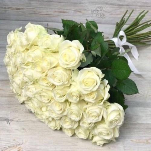 Купить на заказ Букет из 51 белой розы с доставкой в Абае